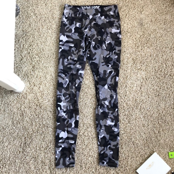 Nike Pants - Nike camo leggings size S
